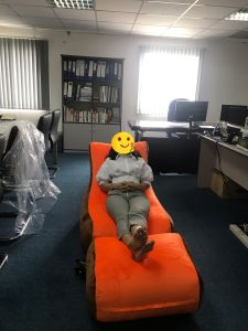 Ghế lười hạt xốp hình sofa phối màu Cam - Nâu (Chất liệu Nhung Cao Cấp)